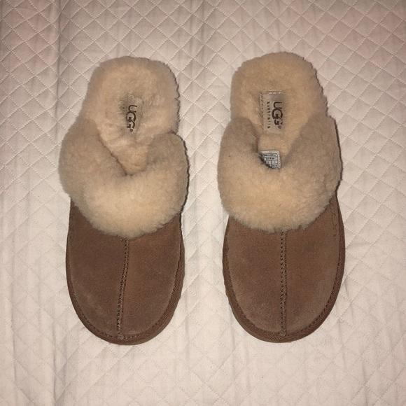 f1e7189cf4f Kids Cozy Chestnut Ugg Slippers Size 3